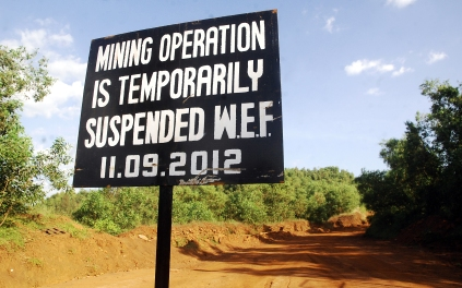 A board informing the suspension of mining operation outside the Sesa mining at Bicholim in Goa. The Supreme court of India has issued an order halting all mining actvities in the state of Goa on the basis of the Justice M.B. Shah Commission report which estimated a whopping Rs.35,000 crore loss to the state due to illegal mining over the years. Photo courtesy: igep.in